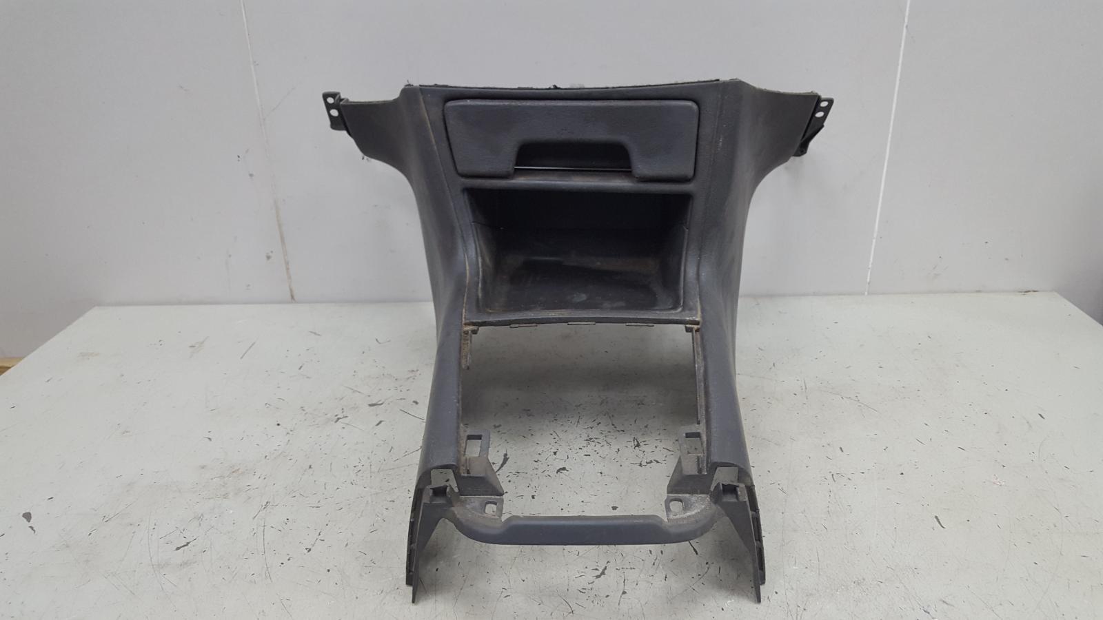 Консоль между сидениями Toyota Camry SXV10 3VZFE 3.0Л 1992