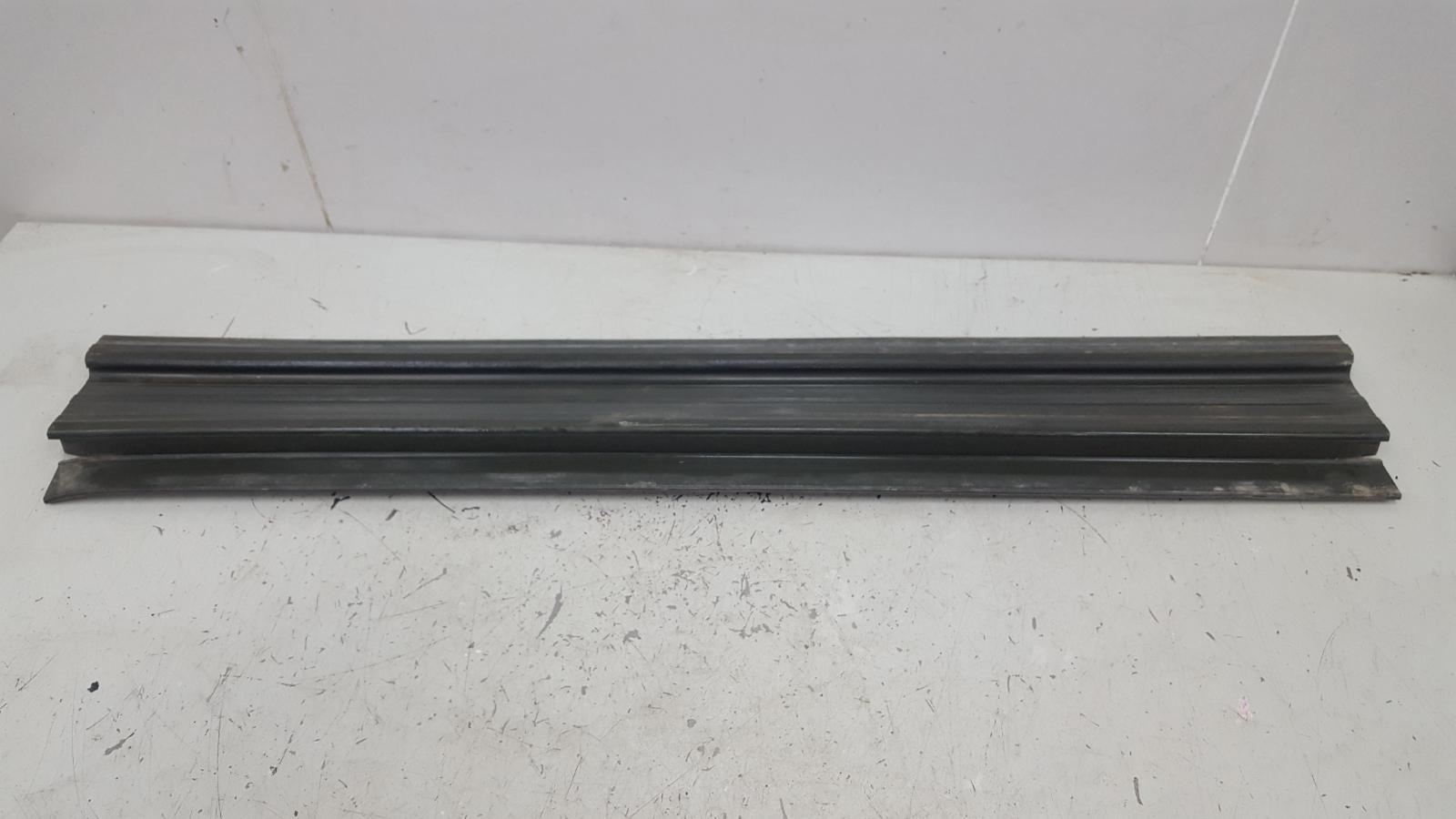 Накладка порога внутренняя Mercedes S280 W126 M110.989 2 1983