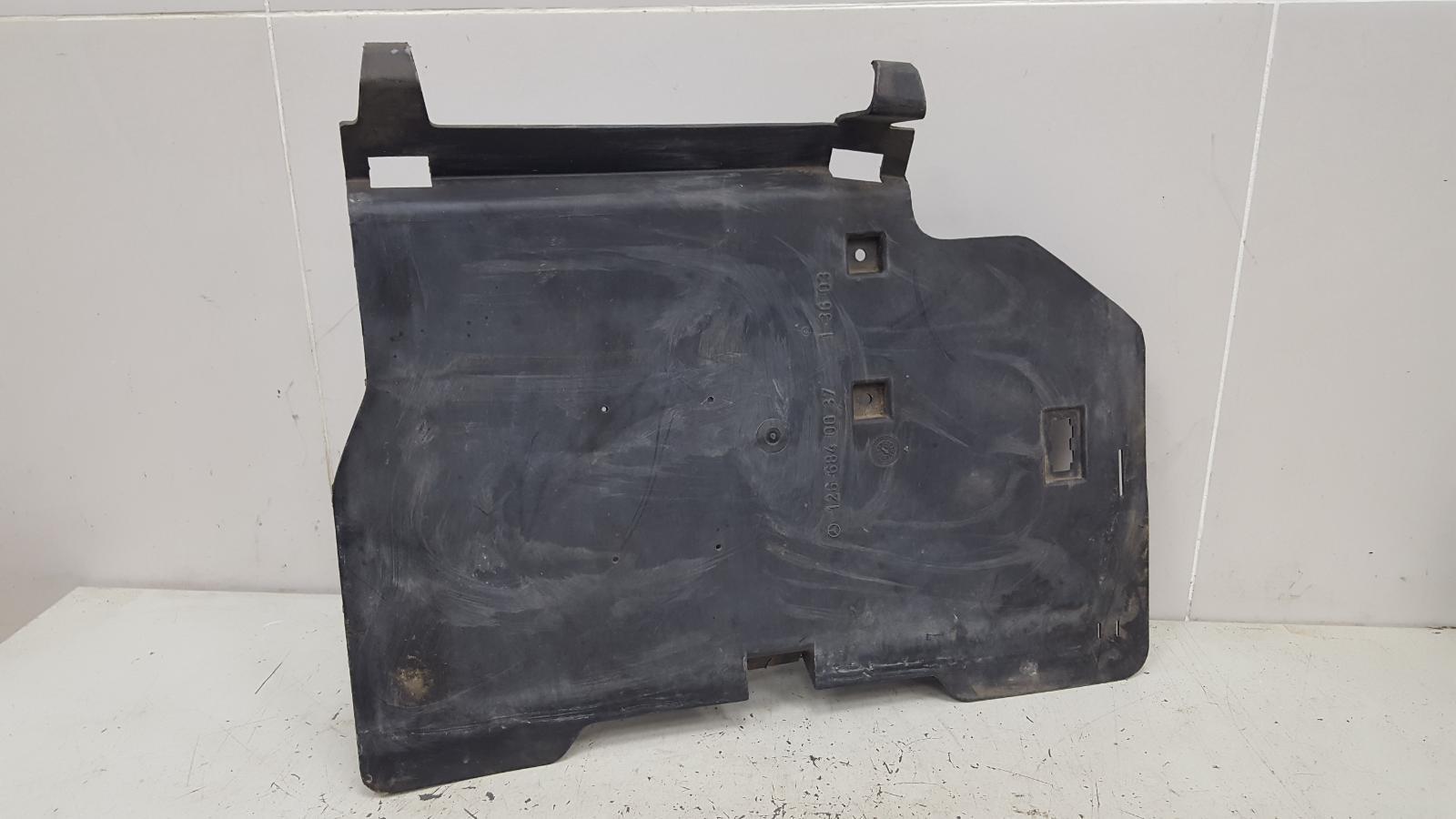Обшивка багажника Mercedes S280 W126 M110.989 2 1983
