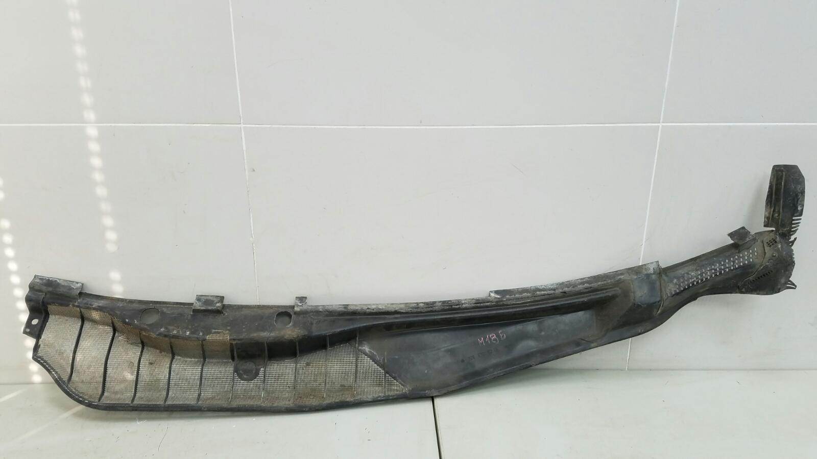 Водосток лобового стекла жабо Mercedes S280 W126 M110.989 2 1983