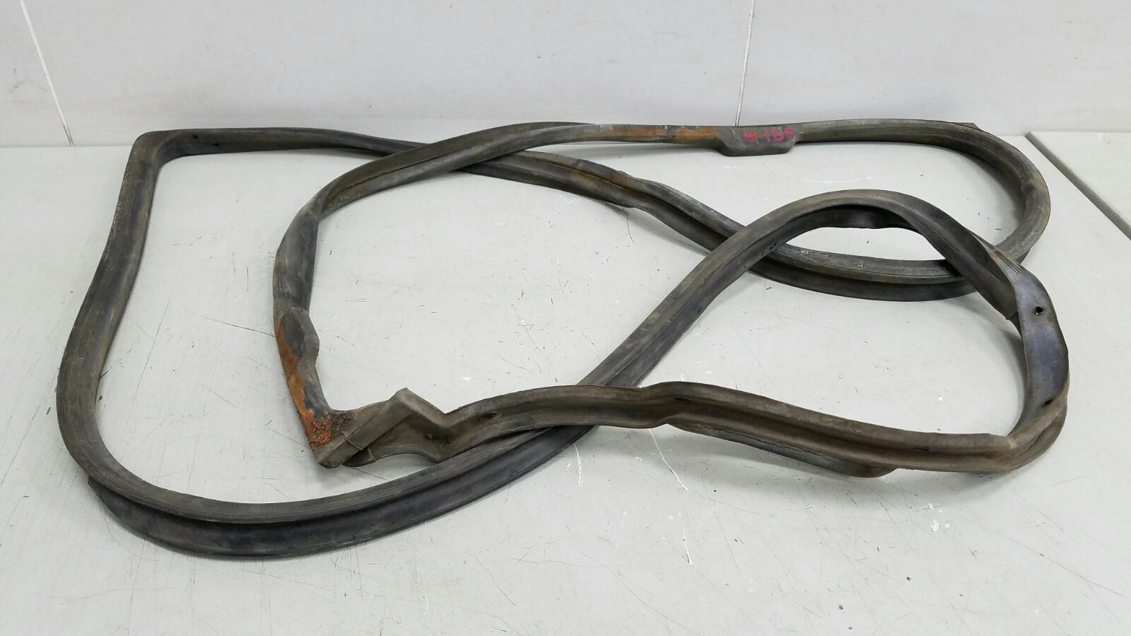 Уплотнительная резинка проема двери Mercedes S280 W126 M110.989 2 1983
