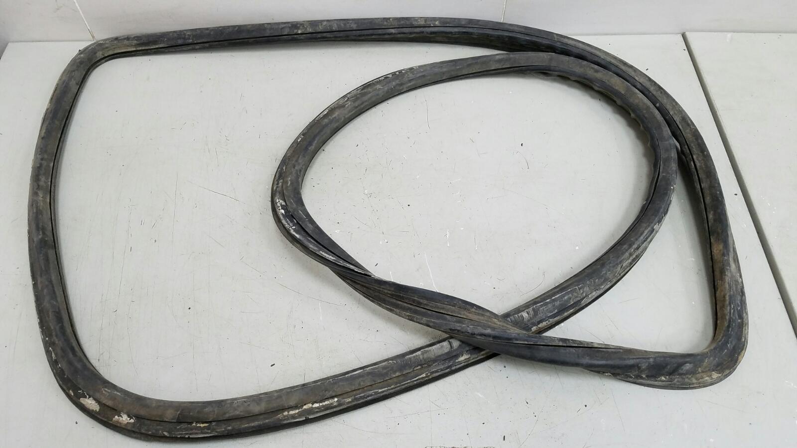 Уплотнительная резинка заднего стекла Mercedes S280 W126 M110.989 2 1983