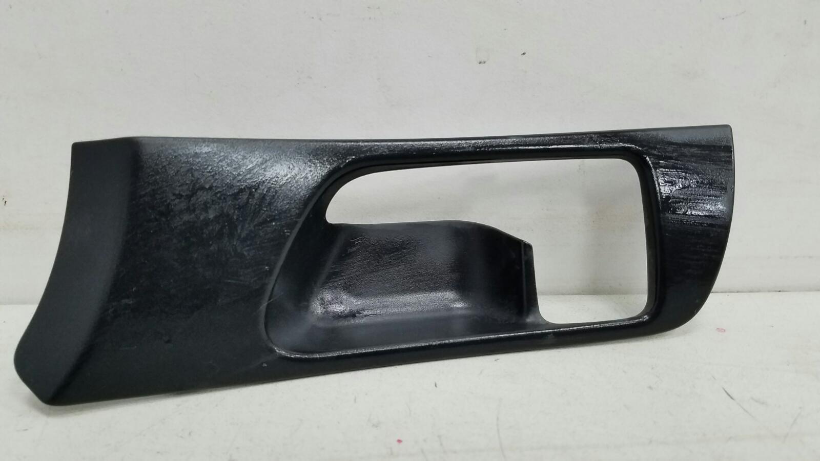 Накладка ручки двери внутренней Toyota Avensis 2 T250 1ZZ-FE 1.8Л 2008 передняя правая