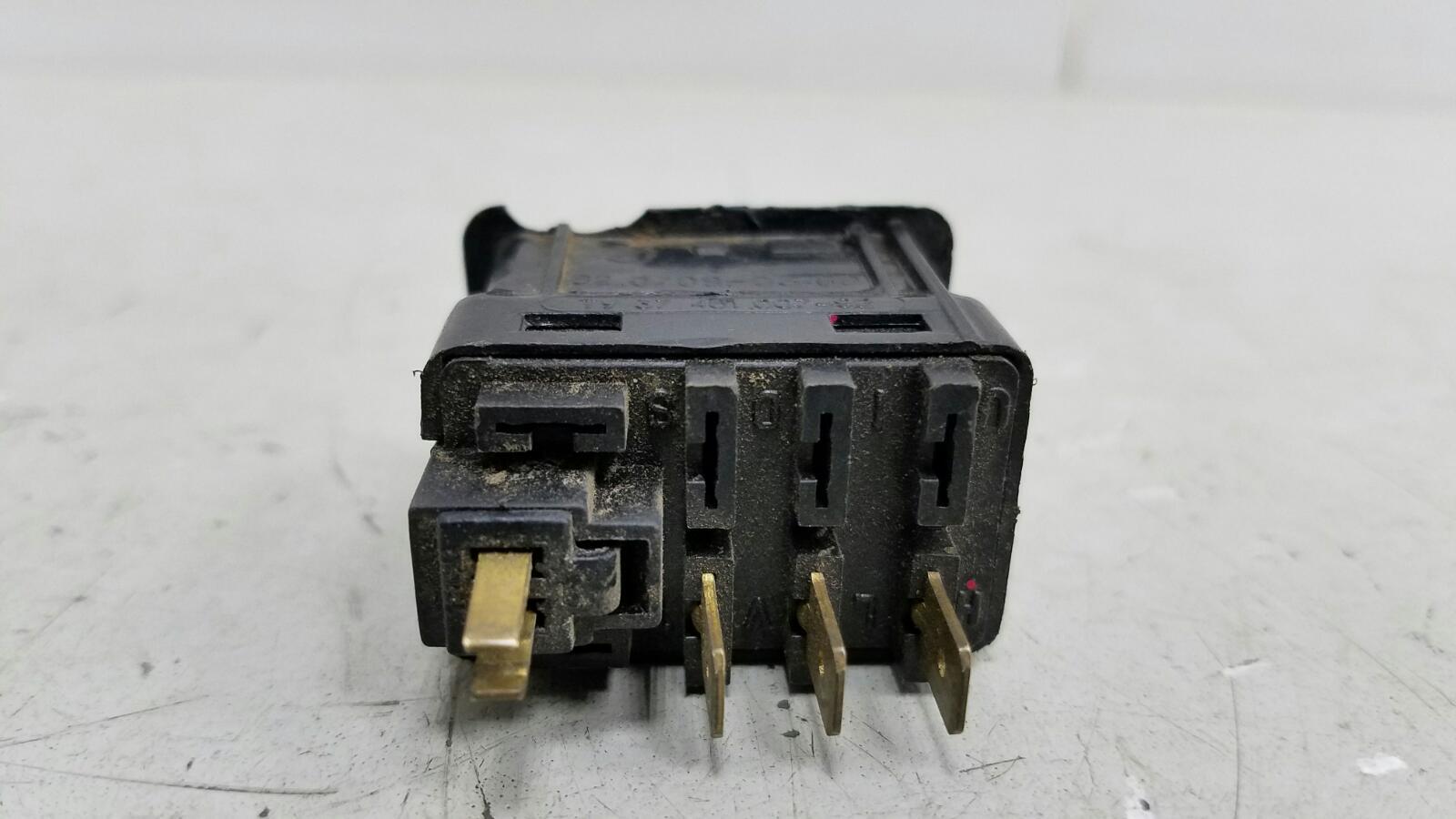 Кнопка включения psm Nissan Primera P10 GA16DS 1992