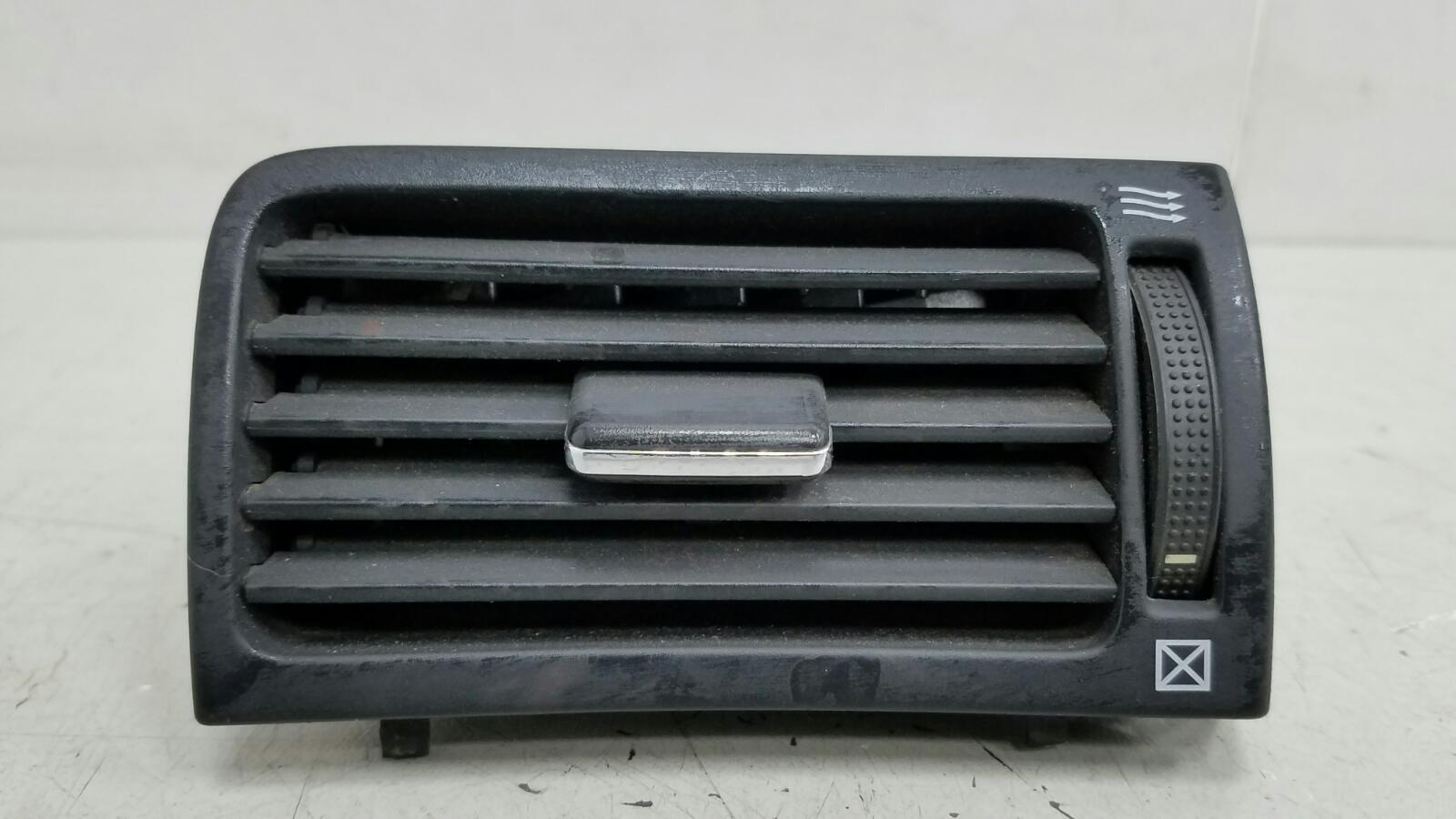 Дефлектор воздушный Toyota Avensis 2 T250 1ZZ-FE 1.8Л 2008 передний правый