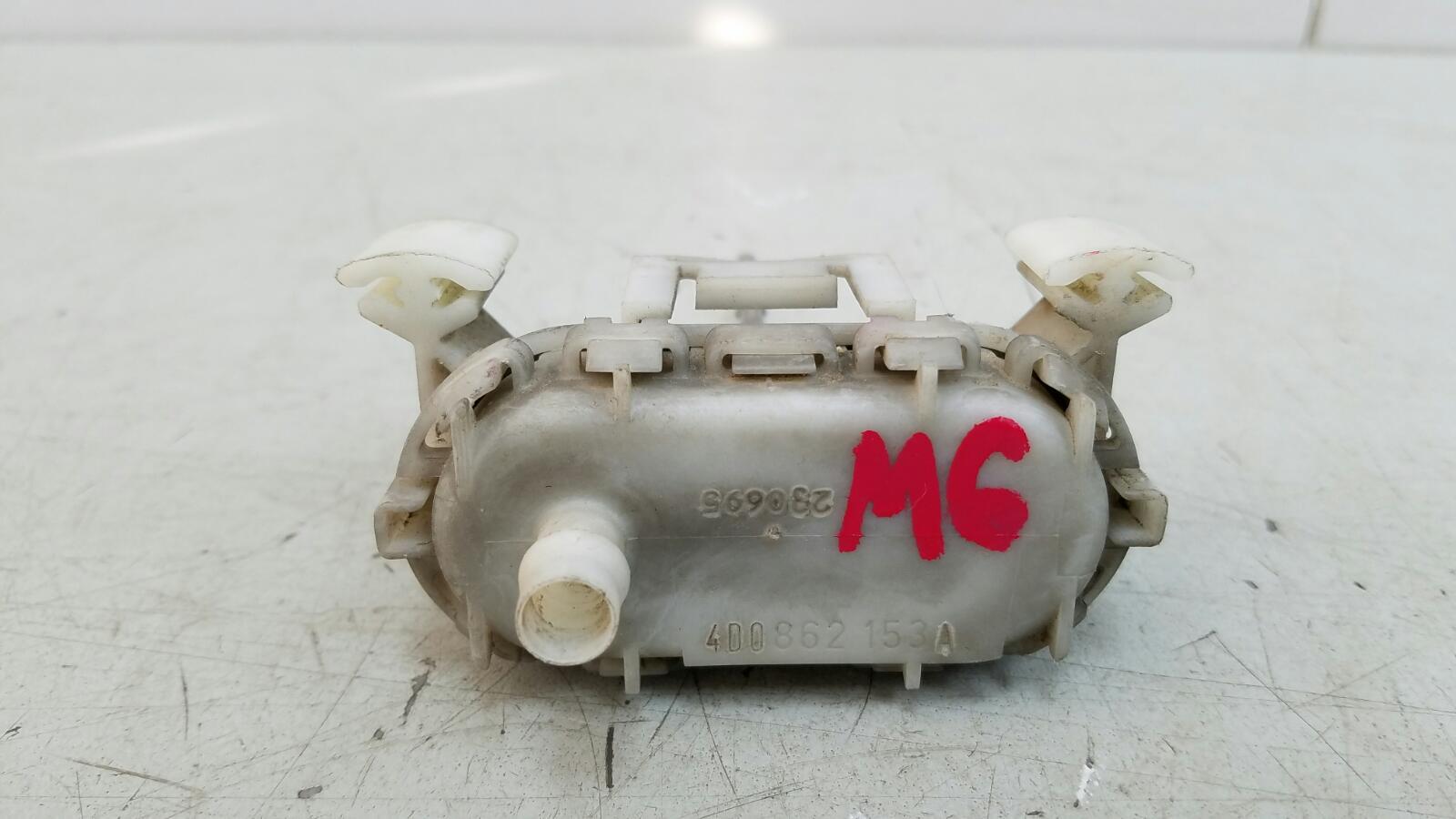 Активатор лючка бензобака Audi A8 D2 ABZ 1996
