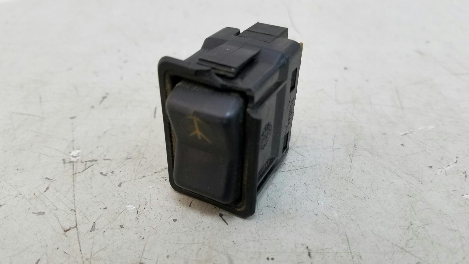 Кнопка asc Nissan Primera P10 GA16DS 1992