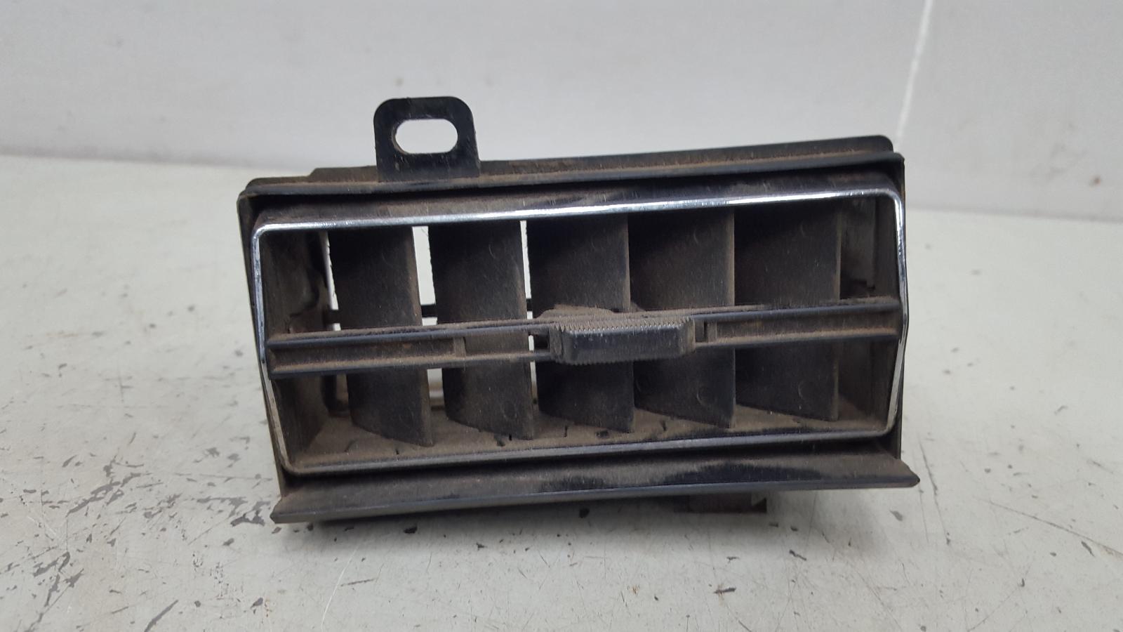 Дефлектор воздушный Mercedes S280 W126 M110.989 2 1983