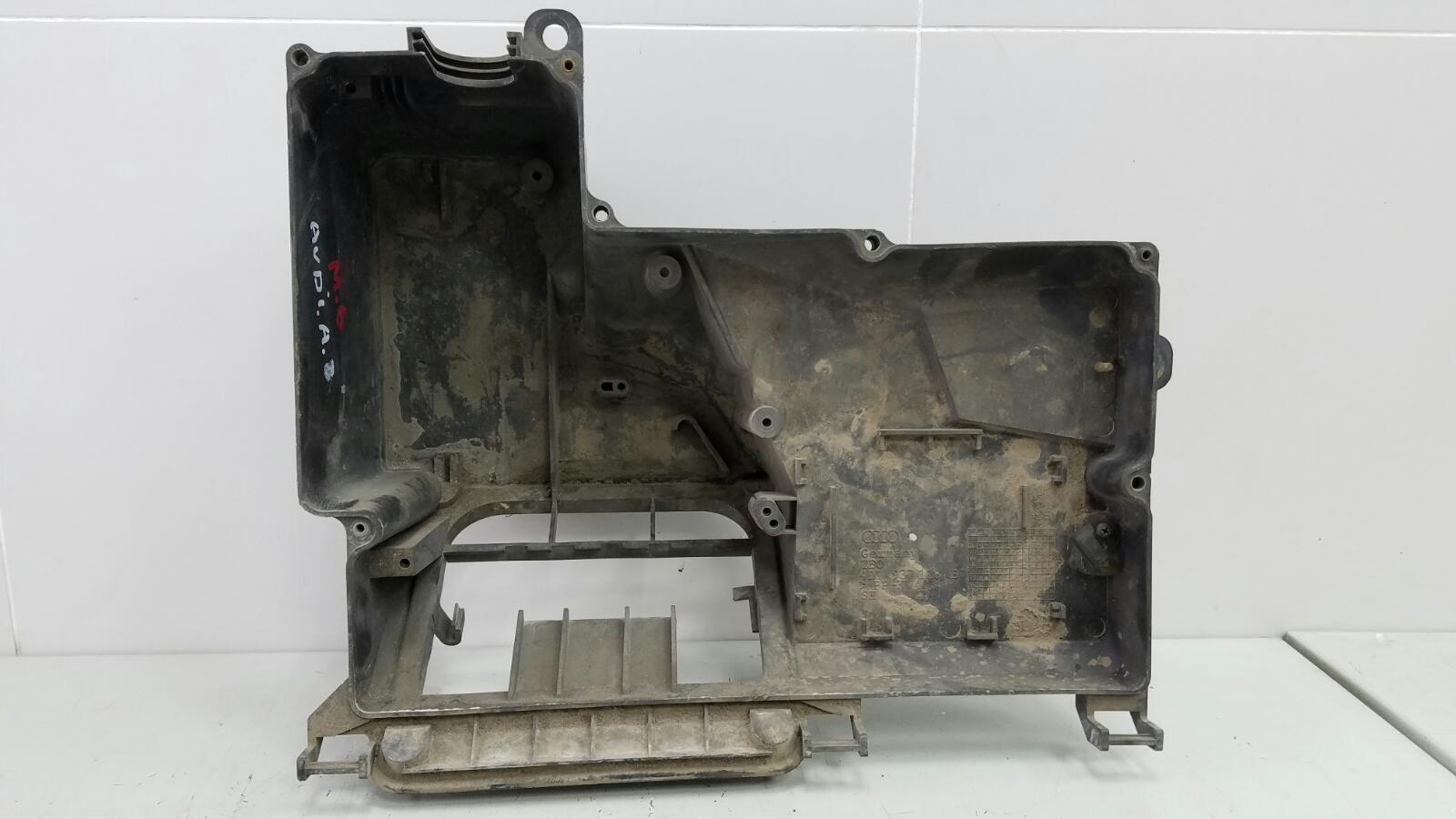 Корпус блока предохранителей Audi A8 D2 ABZ 1996