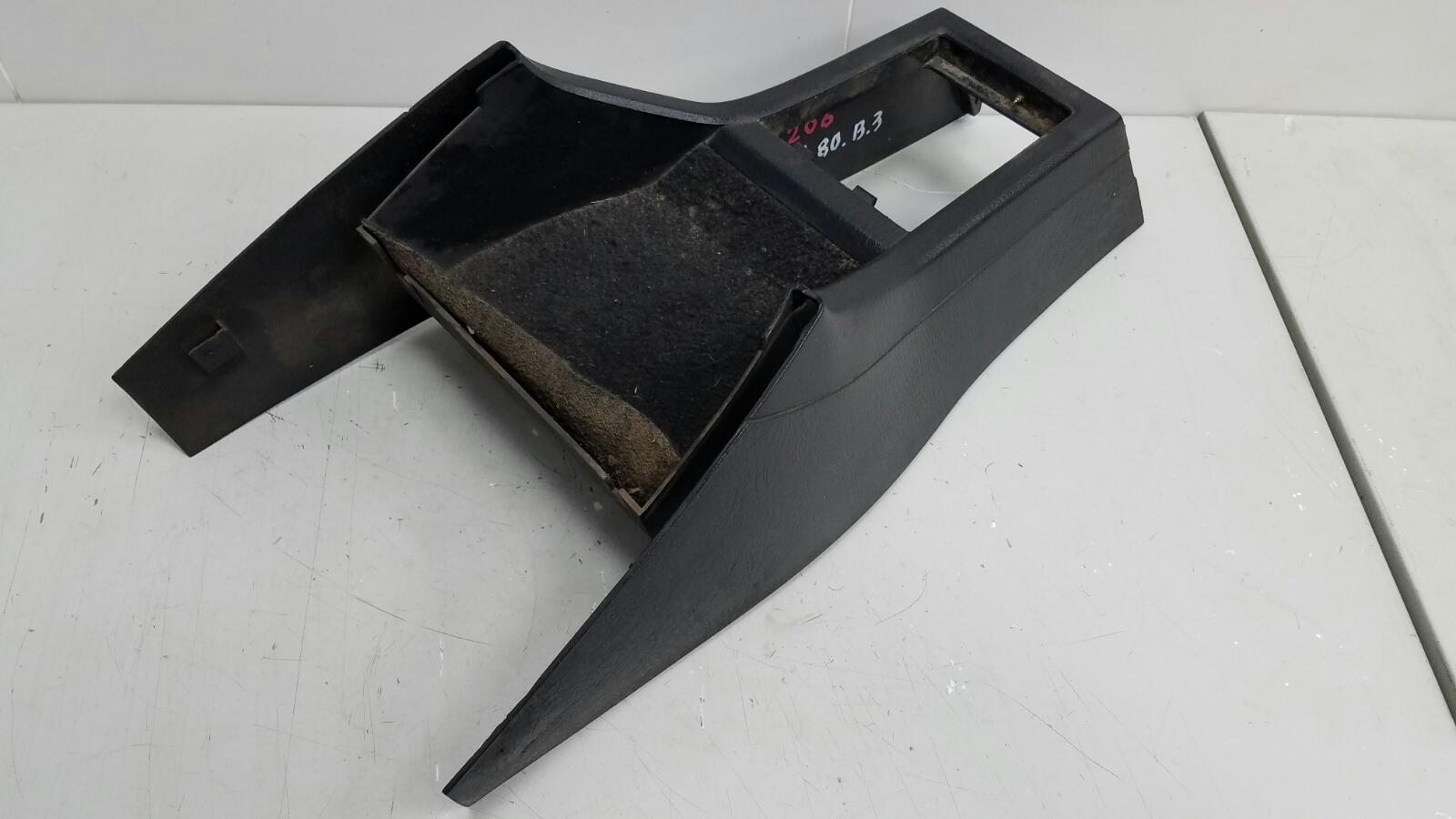 Центральная консоль Audi 80 B3 YN 1.8Л 1990