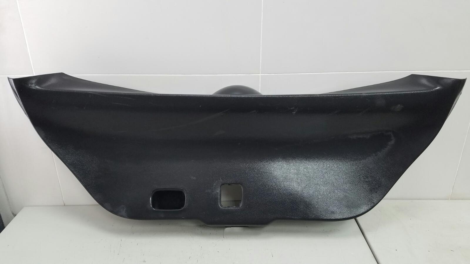 Обшивка крышки багажника Nissan Tiida C11X HR16DE 2008