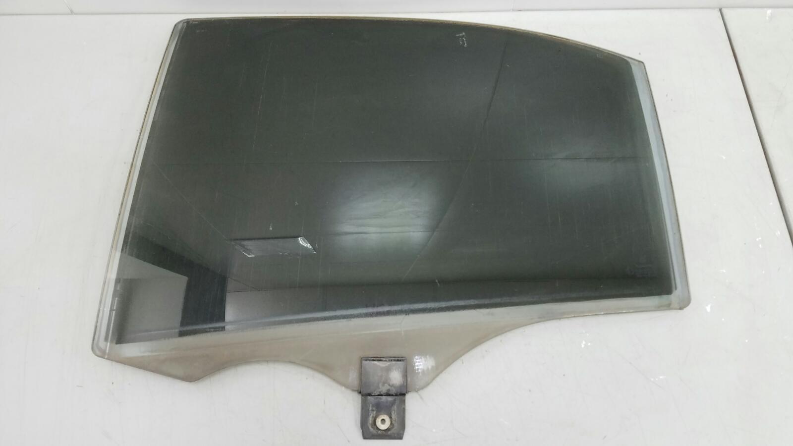 Стекло двери Mercedes S430 W220 M113.941 4.3Л 1999г заднее левое