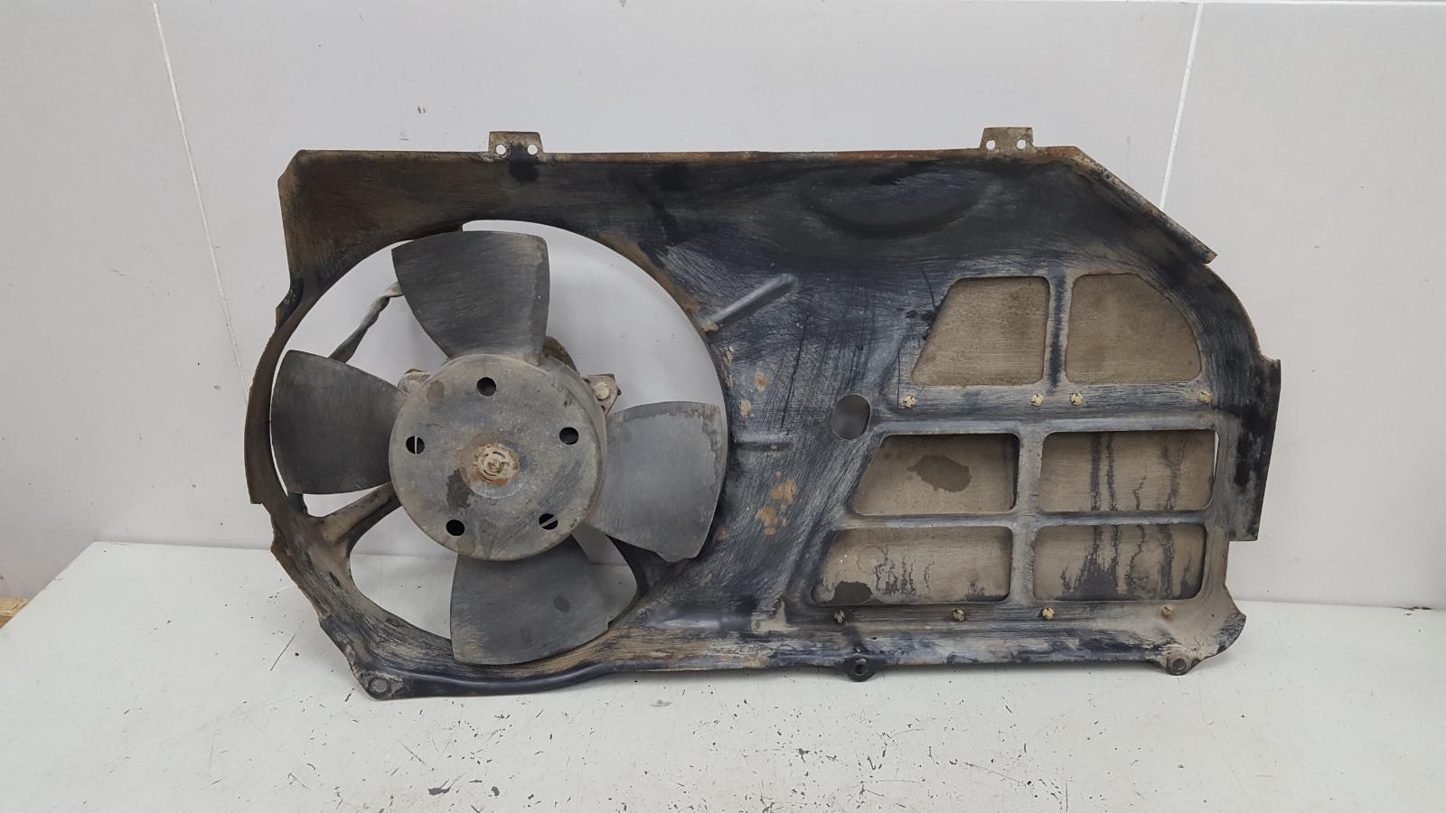 Вентилятор охлаждения радиатора Audi 80 B3 YN 1.8Л 1990