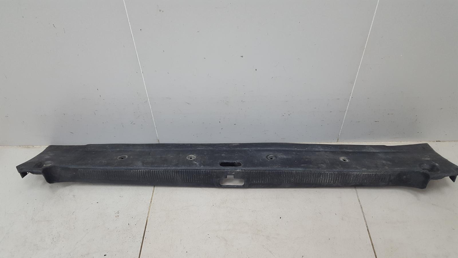 Накладка замка багажника Audi 100 45 1991