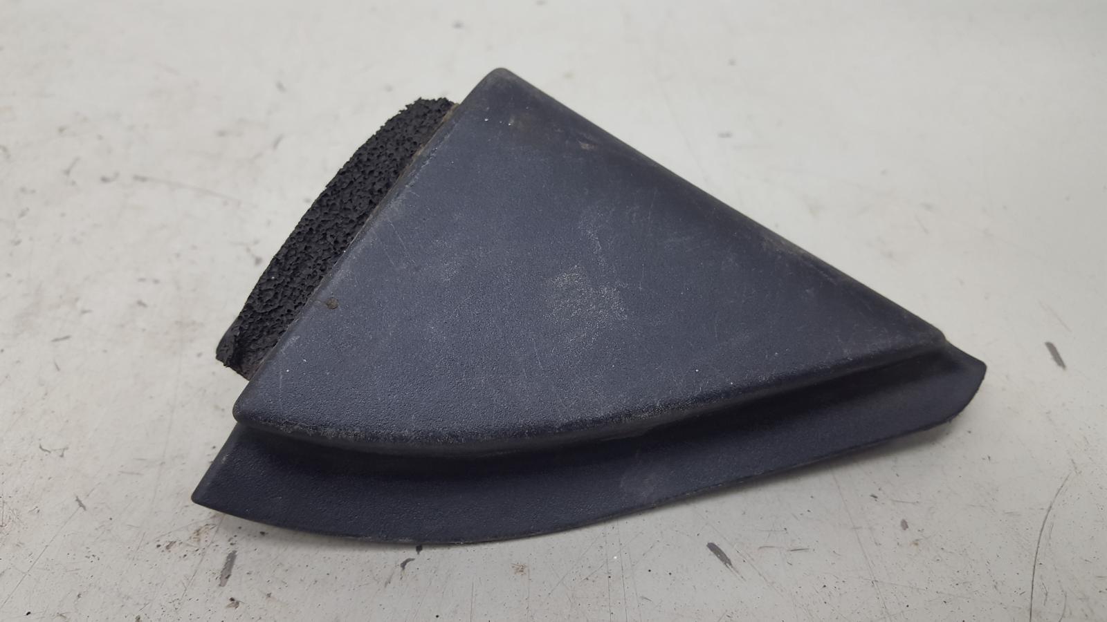 Накладка уголок двери заглушка зеркала Toyota Corolla E150 1ZR-FE 2009