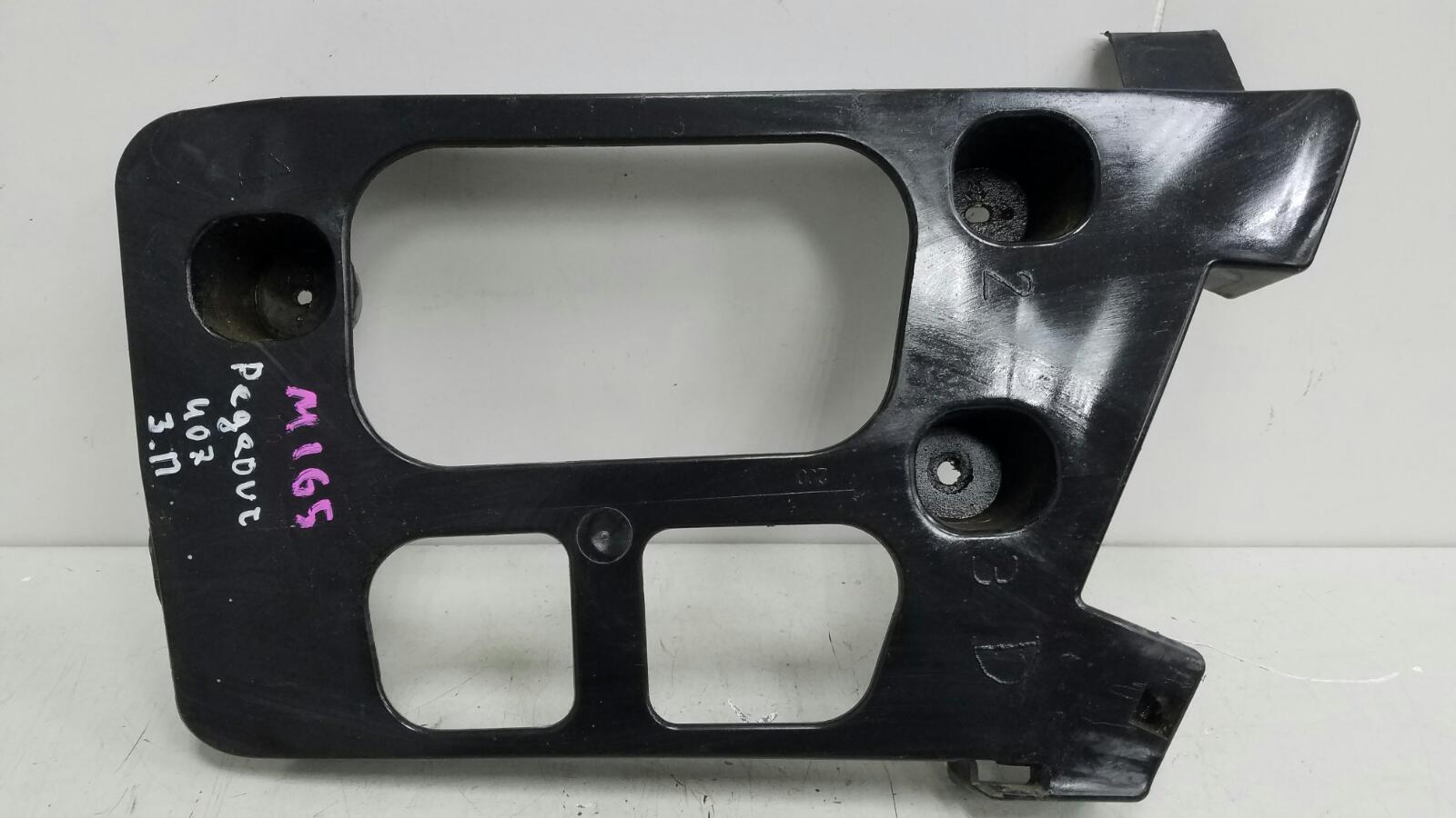 Кронштейн крепление бампера Peugeot 407 6D 6FZ 2004 задний правый