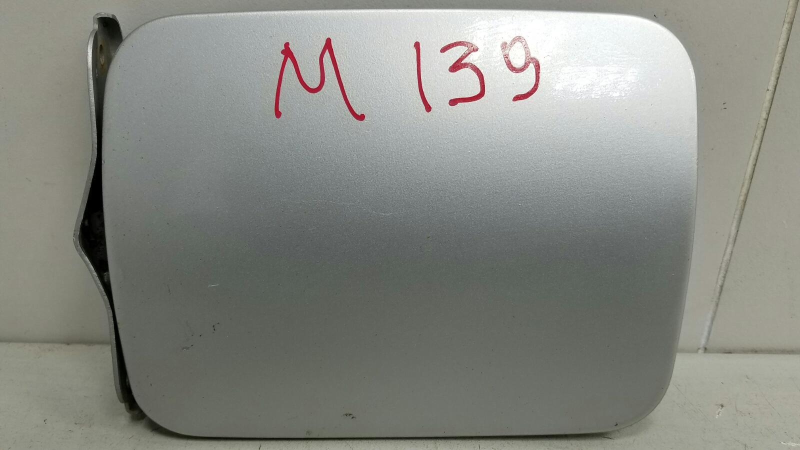 Лючок топливного бака Nissan Primera P10 GA16DS 1992г