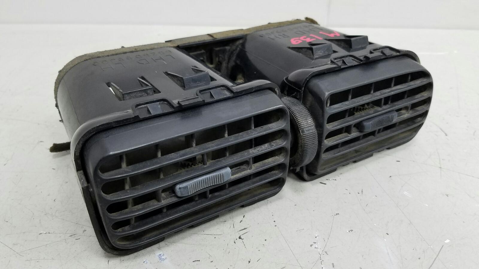 Дефлектор воздушный Nissan Primera P10 GA16DS 1992г