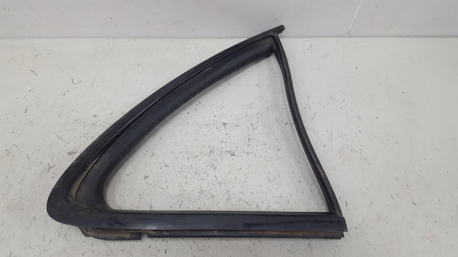 Уплотнительная резинка заднего стекла Nissan Almera Classic B10 QG16DE 2008