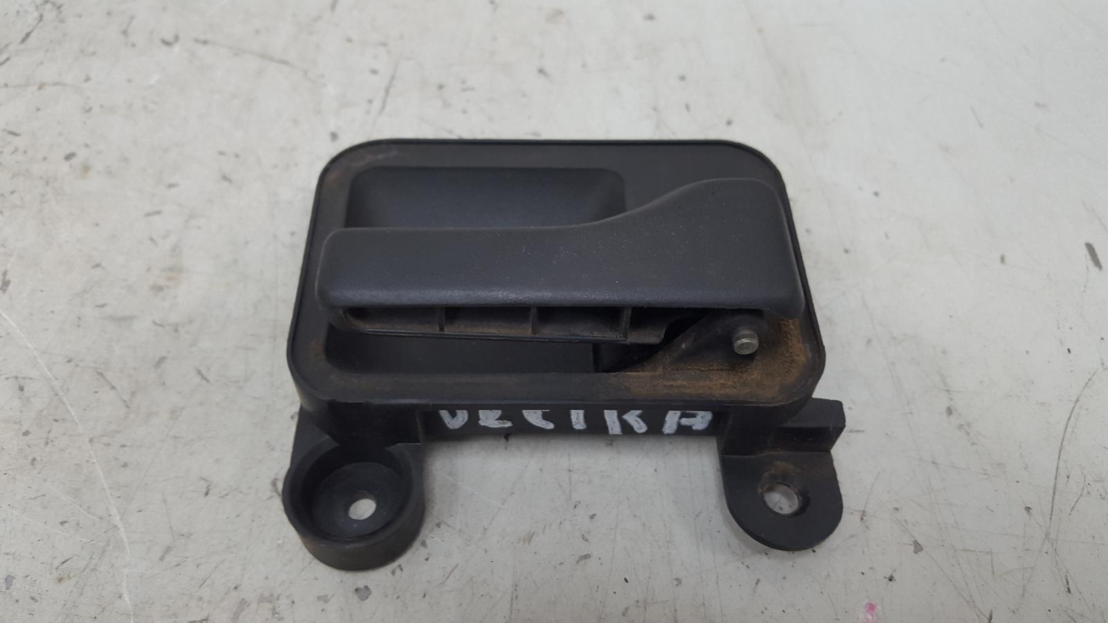 Ручка двери внутренняя Opel Vectra A C20NE 2.0Л 1993 задняя правая