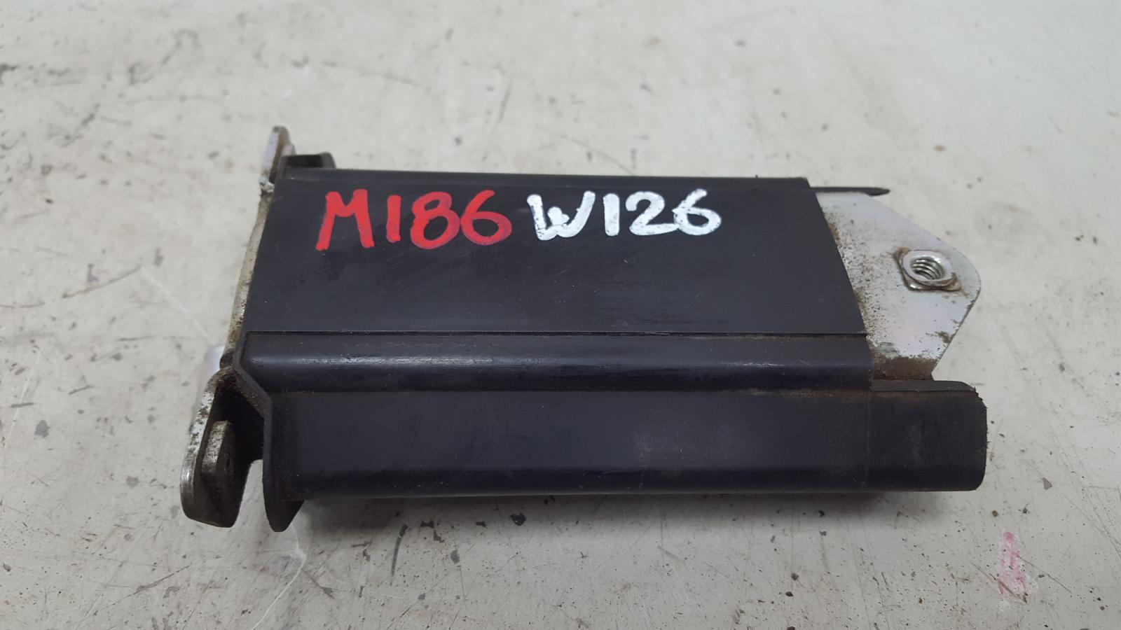 Ограничитель двери Mercedes S280 W126 M110.989 2 1983