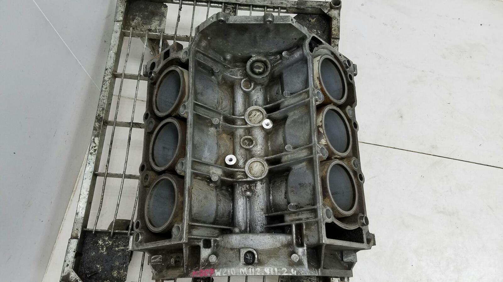 Блок цилиндров Mercedes E240 W210 M112.911 2.4Л 1995