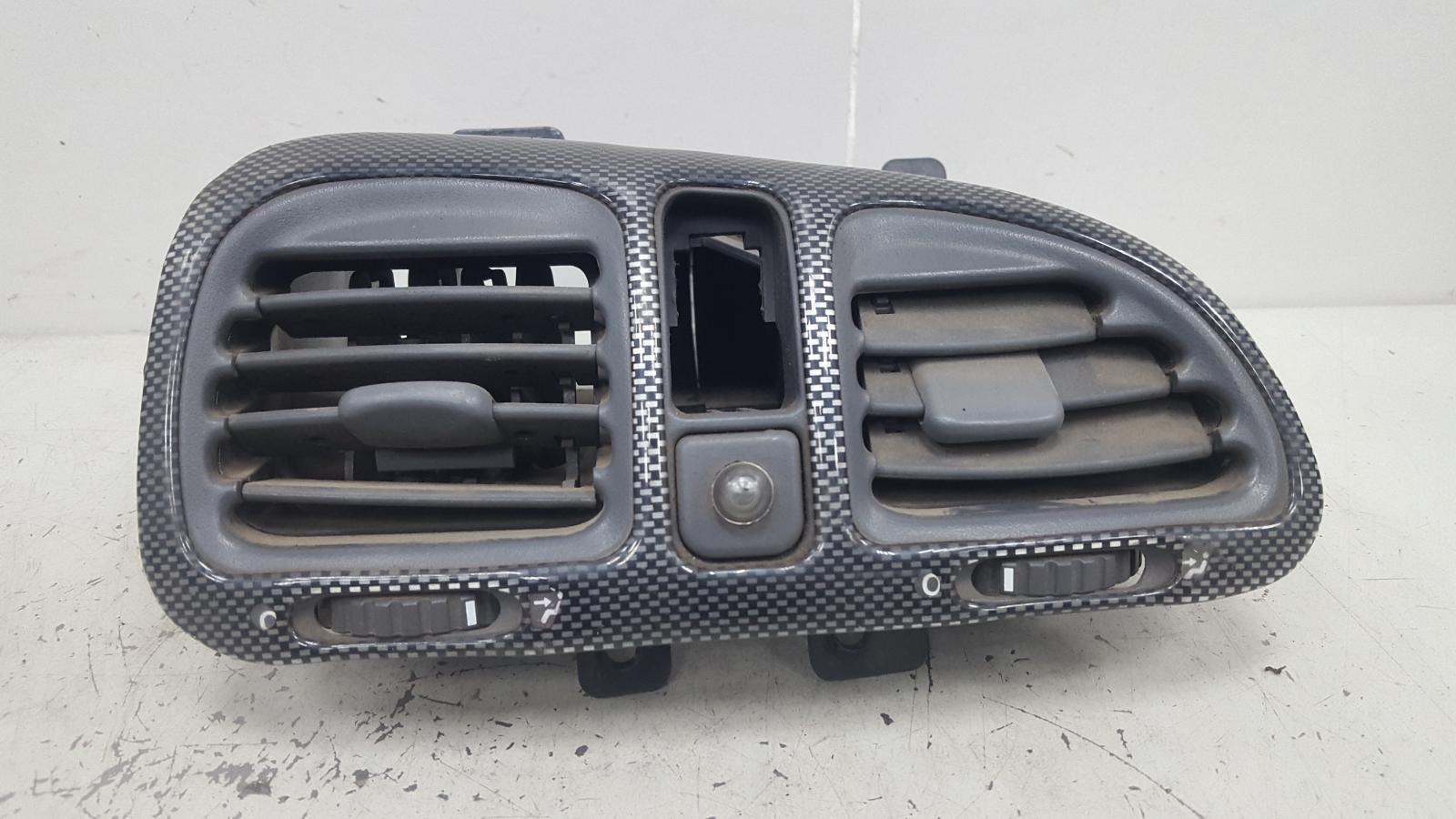 Дефлектор воздушный Fiat Marea 185 182 A4.000 1.6Л 1997