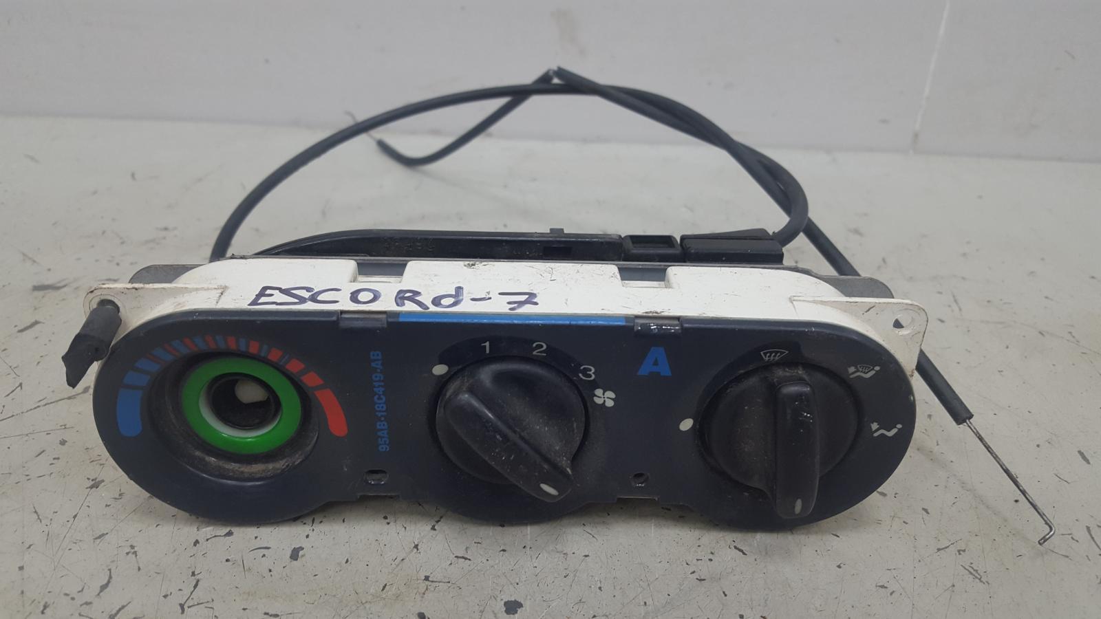 Блок управления климатом печкой отопителем Ford Escort 7 CVH 1996