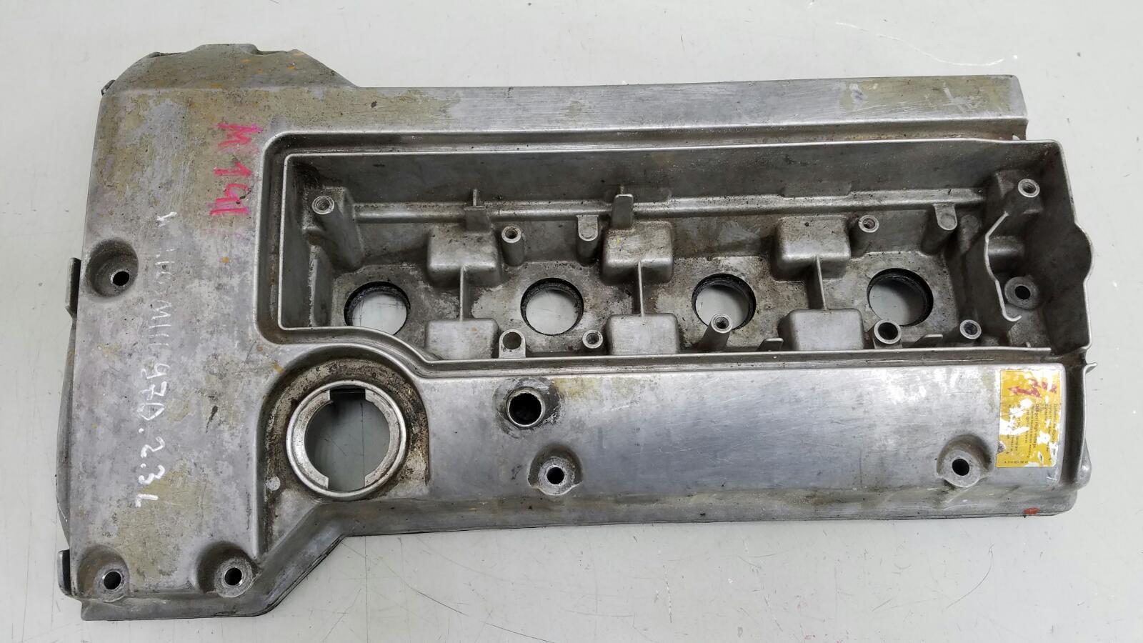 Крышка клапанная головки блока цилиндров гбц Mercedes E230 W210 M111.970 1996г