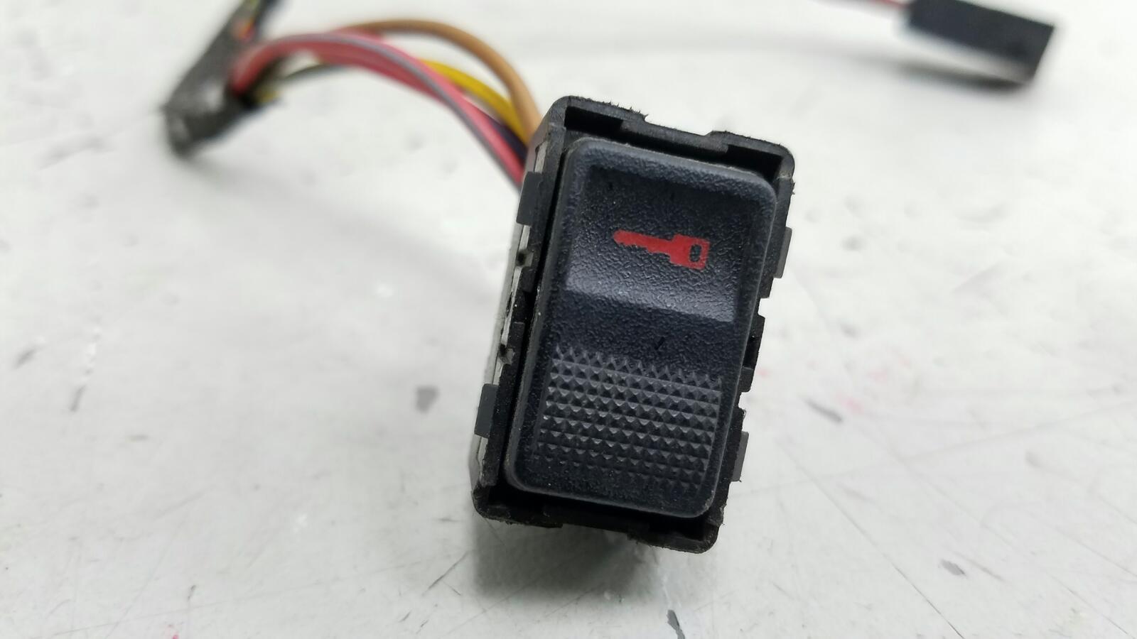 Кнопка центрального замка Audi A3 Купэ 8L1 AKL 1998