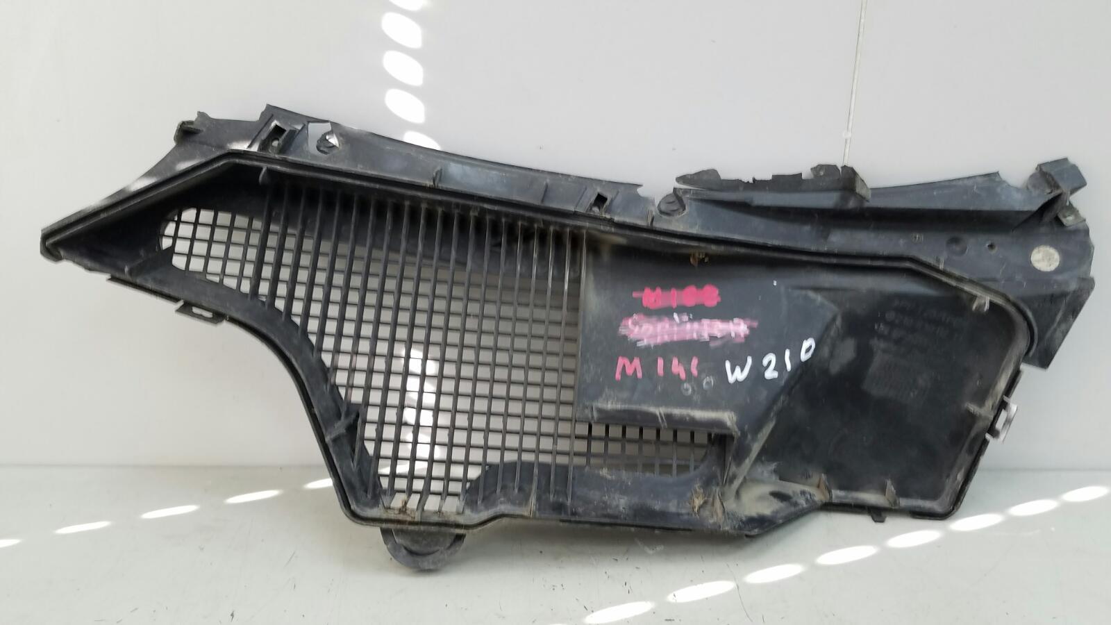 Накладка под лобовое стекло жабо Mercedes E230 W210 M111.970 1996г