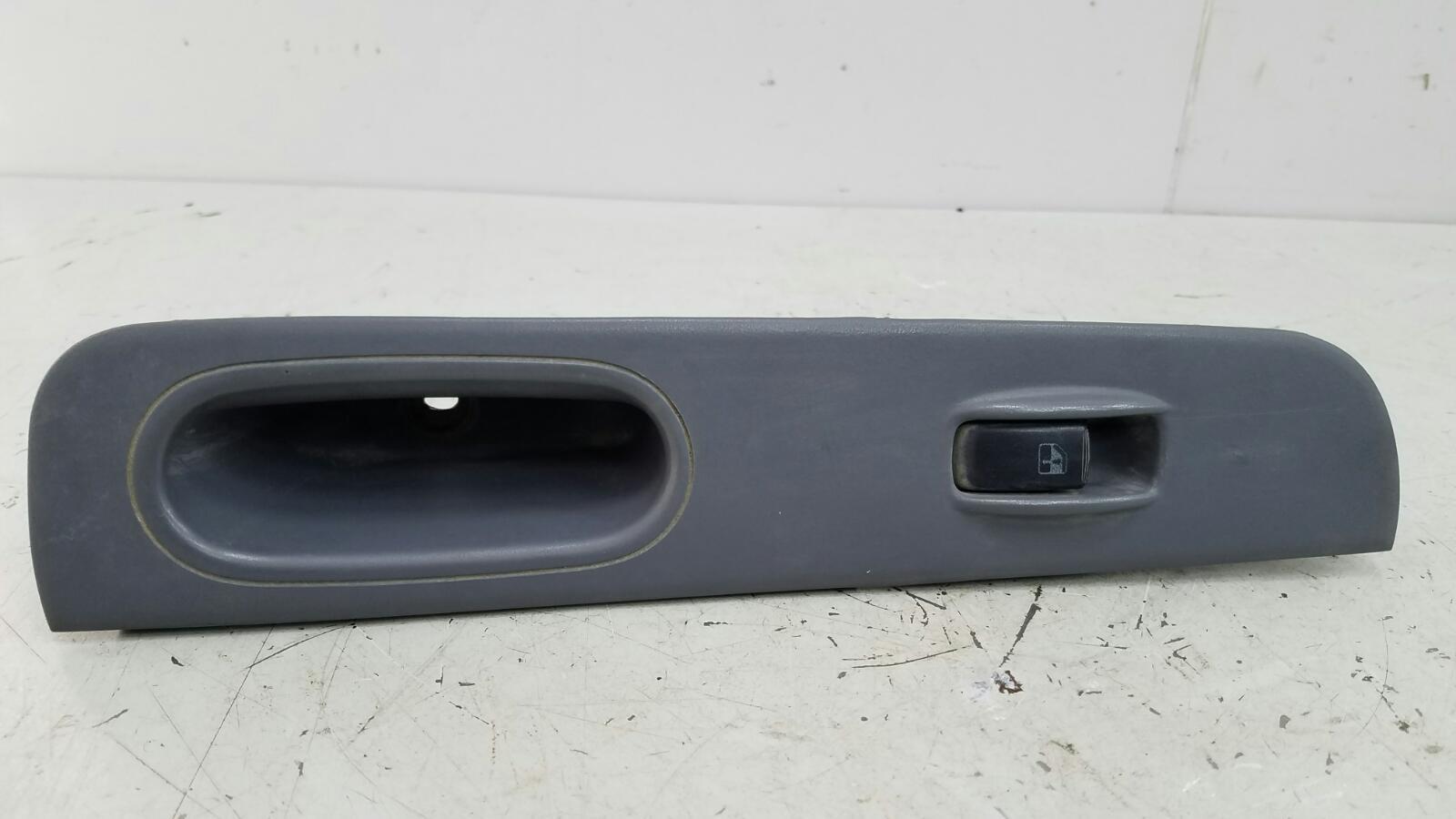 Кнопка стеклоподъемника Hyundai Sonata 3 EF G4JP 2000 задняя правая