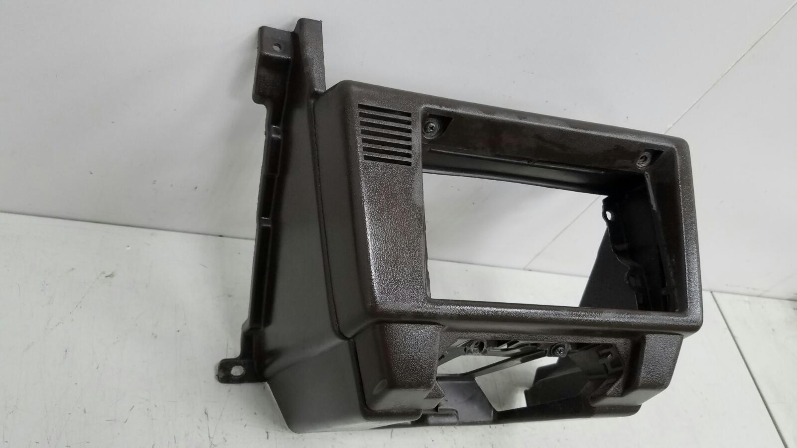 Центральная консоль Toyota Sprinter AE81 3ALU 1.5Л 1986