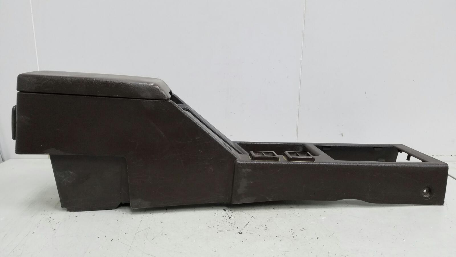 Консоль между сидениями Toyota Sprinter AE81 3ALU 1.5Л 1986