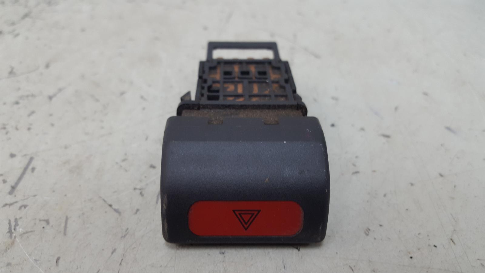 Кнопка аварийного сигнала Subaru Impreza GC EJ16E 1998