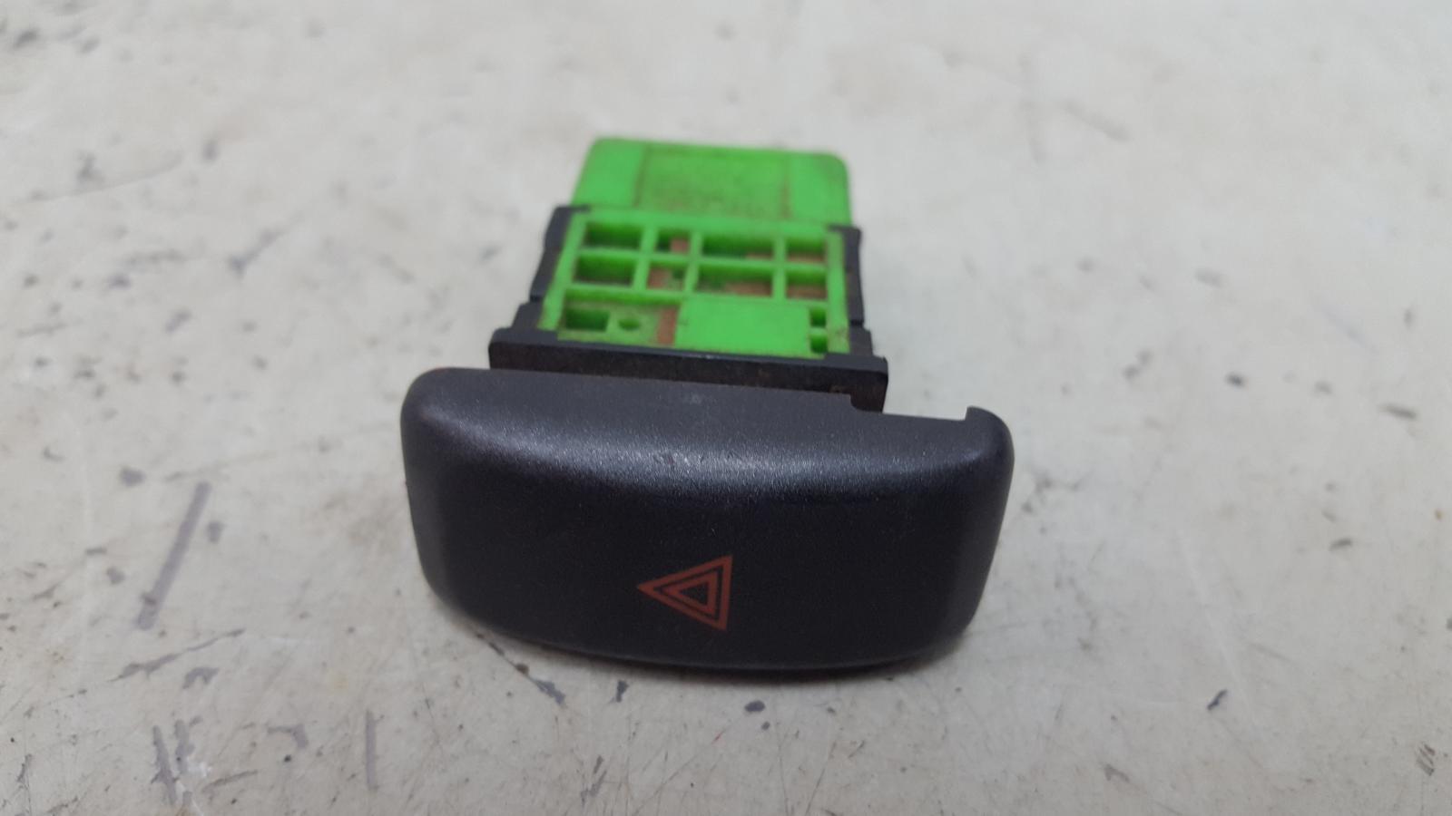 Кнопка аварийного сигнала Mitsubishi Galant ECA 4G93 1998г