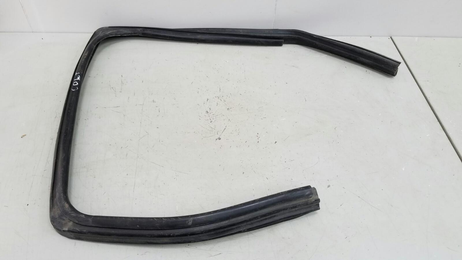 Уплотнительная резинка проема двери Mitsubishi Colt Z3A 4A90 2006 задняя правая