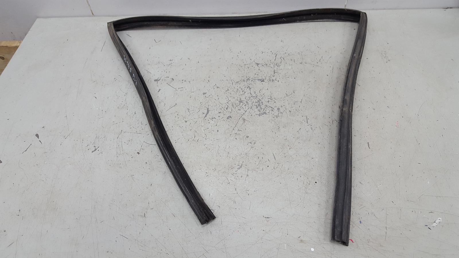 Уплотнительная резинка Mercedes S320 W140 M104.994 1995 задняя правая