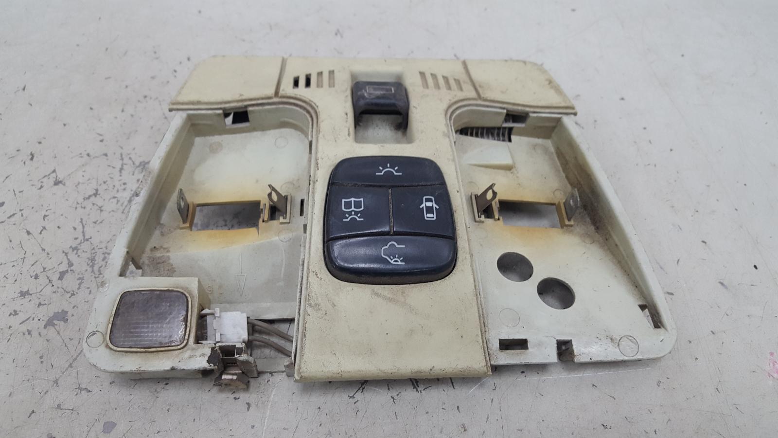 Плафон освещения Mercedes E230 W210 M111.970 1995
