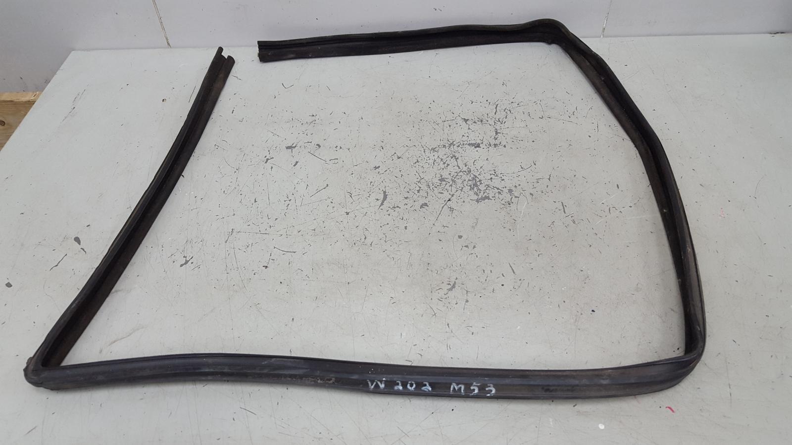 Уплотнительная резинка Mercedes C180 W202 M111.920 1996