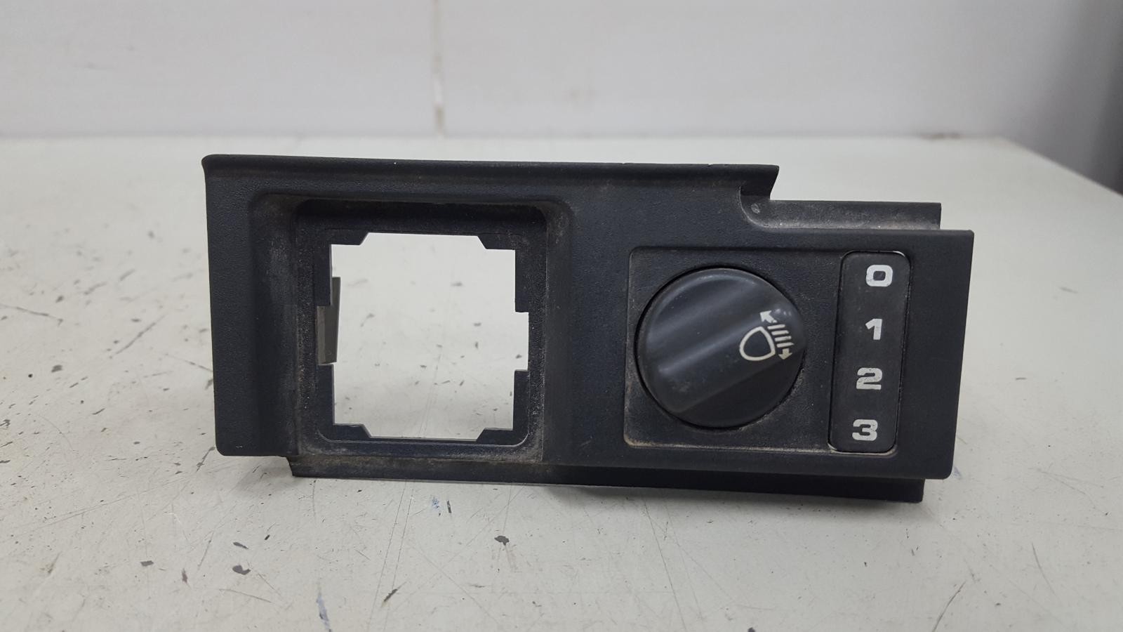 Кнопка регулировки наклона фар Land Rover Discovery LJ 38D 1995