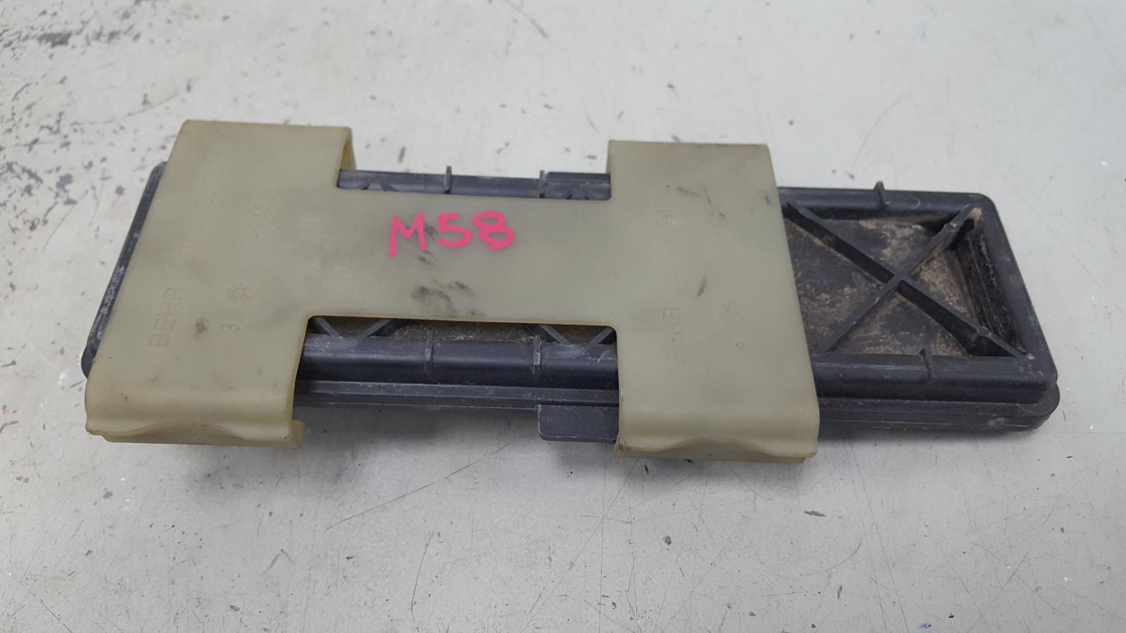 Крышка салонного фильтра Mercedes S500 W220 M113.960 2001