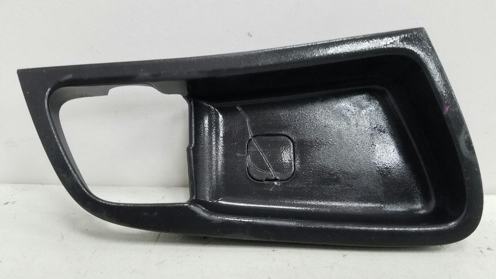 Накладка ручки двери внутренней Hyundai Solaris RB G4FC 1.6Л 2012 передняя правая