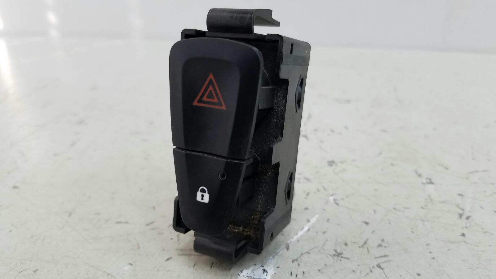 Кнопка аварийного сигнала Renault Fluence L30 K4M 2012
