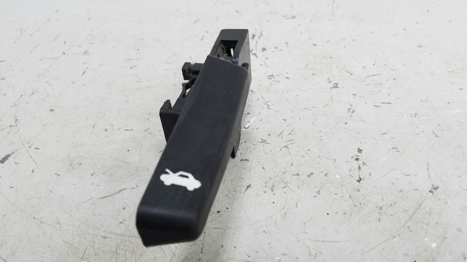 Ручка открывания капота Chevrolet Cruze J300 F16D3 2012