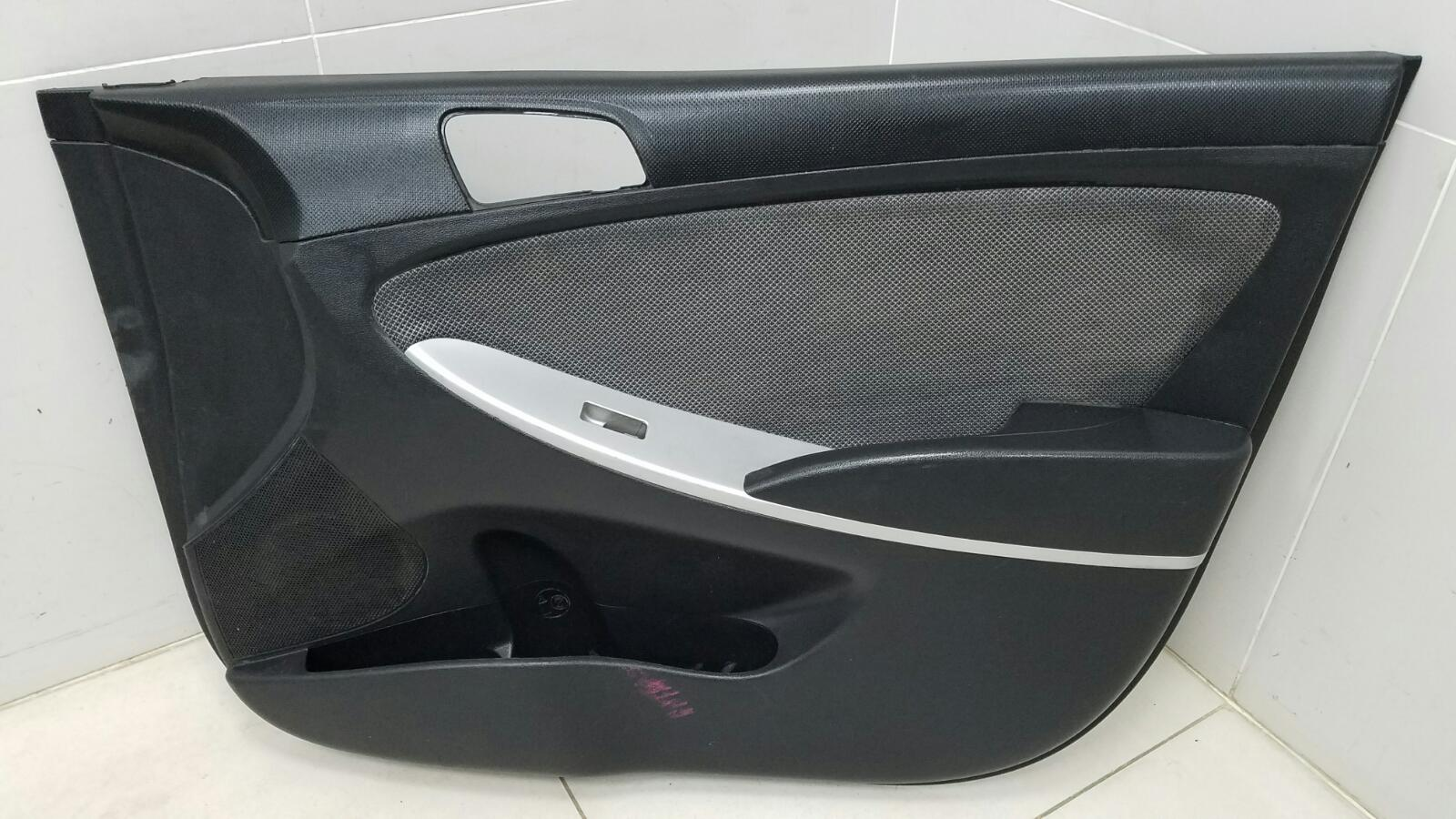 Обшивка карта двери Hyundai Solaris RB G4FC 1.6Л 2012 передняя правая