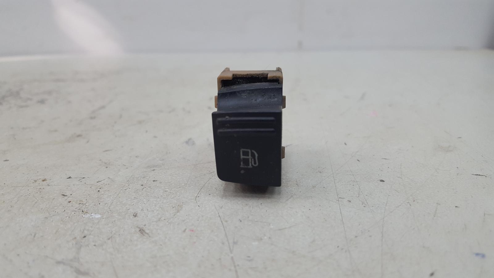 Кнопка лючка топливного бака Porshe Cayenne 955 M48.00 2005