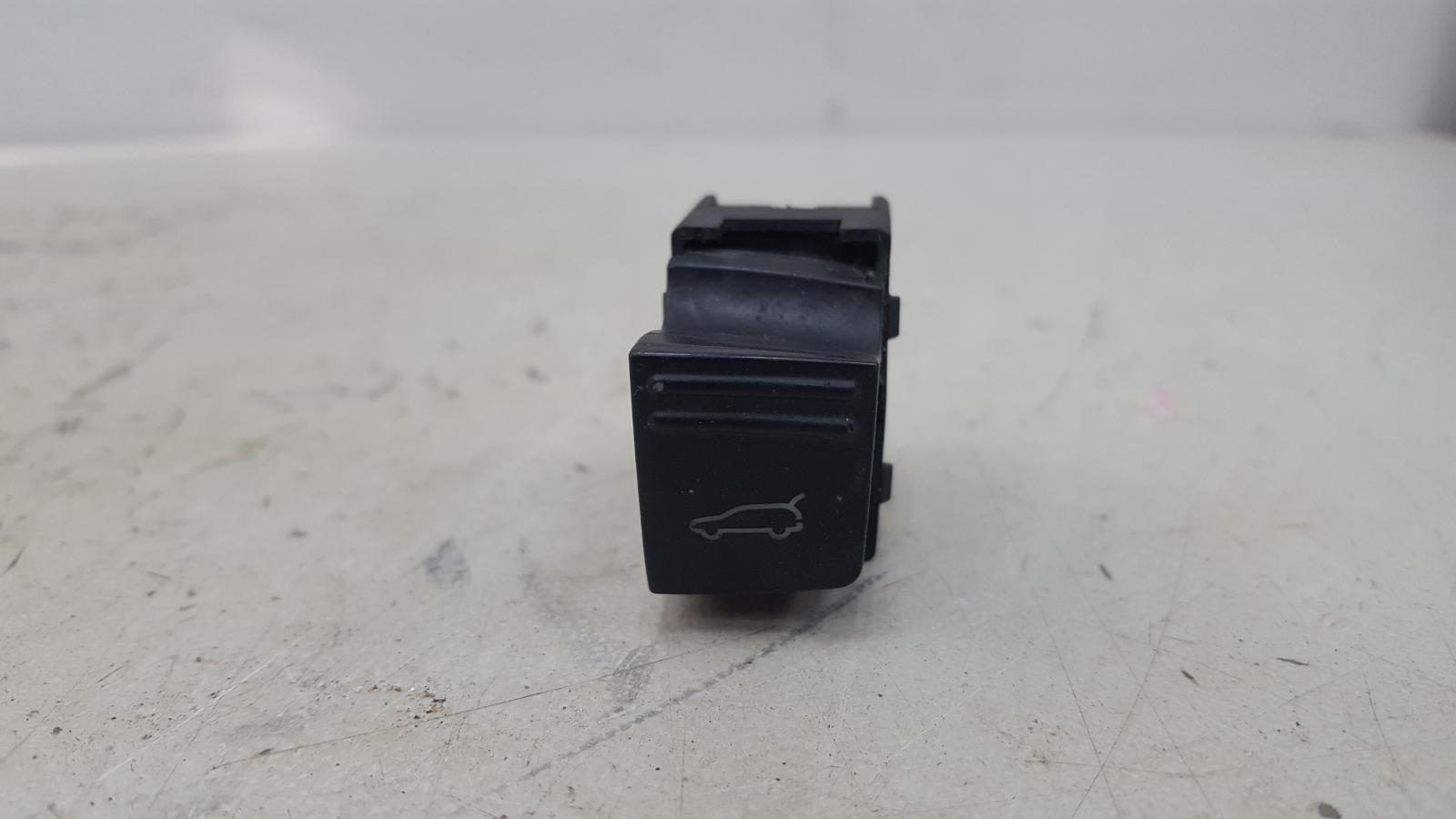 Кнопка открывания багажника Porshe Cayenne 955 M48.00 2005