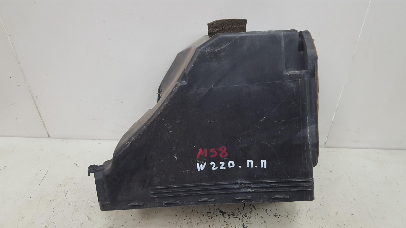 Корпус блока предохранителей Mercedes S500 W220 M113.960 2001 передний правый