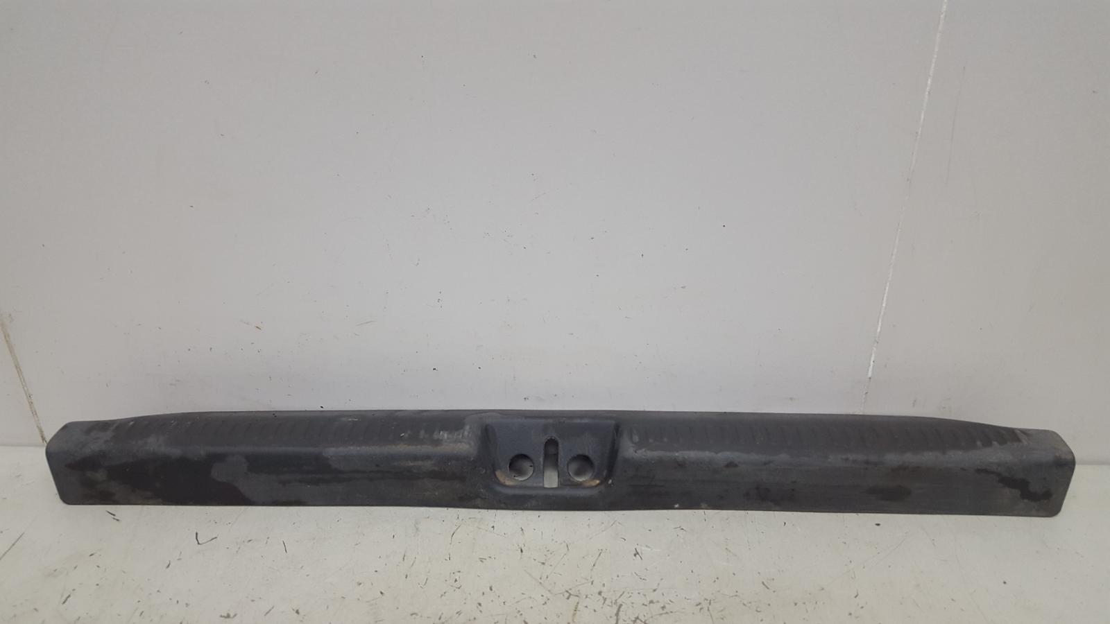 Накладка замка багажника Mitsubishi Galant ECA 4G93 1998г